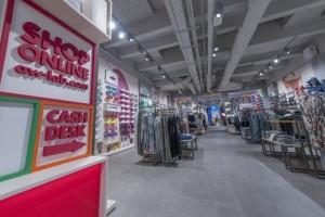 Arredamento-negozio-AW-LAB-by-NIVA-line-Roma-ITALIA-2-720x480