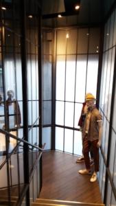scala e serramenti negozio Sisley realizzati da NIVA-line (2)