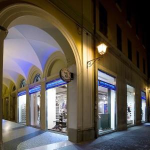 Infissi negozio AW LAB – Bologna